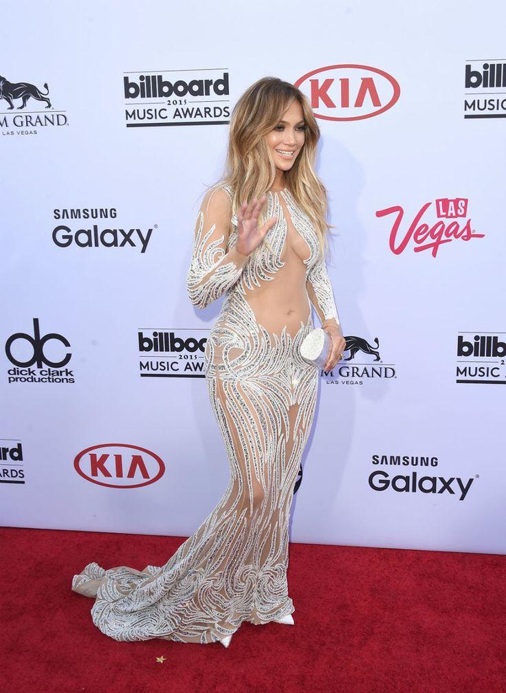 NAKED DRESS VOOR J-LO De 45-jarige zangeres en actrice Jennifer Lopez ging toch wéér voor een nogal blote jurk van Charbel Zoe.