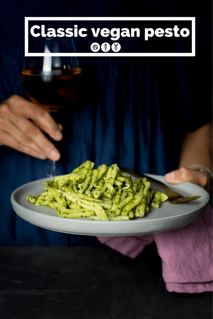 This recipe for classic vegan pesto is one of the easiest recipes out there. It is delicious and you can use it for sandwiches, pasta or dips. It is so good and has tons of uses. Basil Recipes, Yummy Pasta Recipes, Vegetarian Recipes Easy, Vegetarian Cooking, Delicious Vegan Recipes, Vegan Pesto, Vegan Dishes, Brunch, How To Cook Pasta