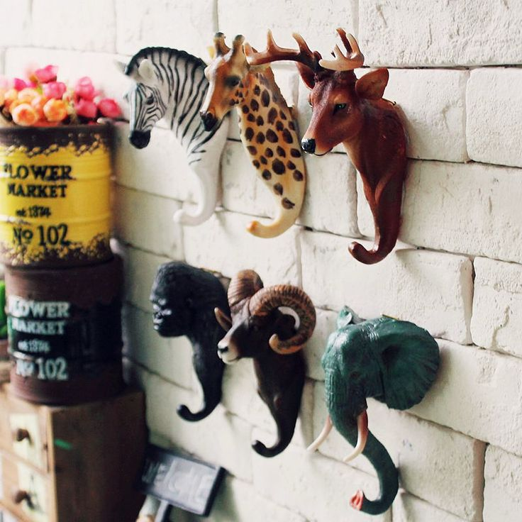 6 different animals Size: 14-16cm/pc Material: resin