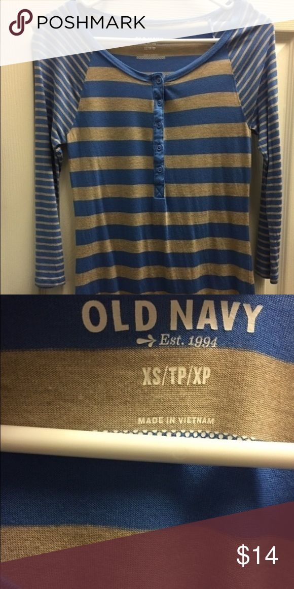 Pre-loved old navy tee 3/4 sleeve Pre-loved old navy tee. No rips or stains. Great condition. Smoke free home Old Navy Tops Tees - Long Sleeve