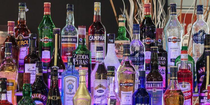 15 документальных фильмов о производстве пива, вина и крепких напитков, о механизмах воздействия С2Н5ОН на организм и правильных действиях во время похмелья, а также об алкоголе как о разрешённом наркотике.