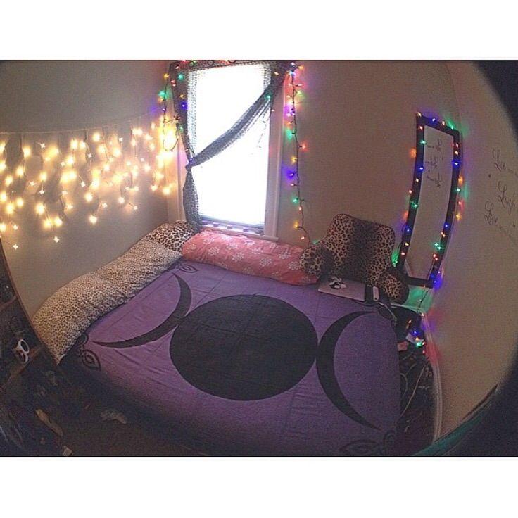 Image of Triple Moon Tapestry - Purple#tntsg #tagstagramers #pants #highheels #makeup #accessories #tagsta #weheartit #insta #musthave #ootd #julyissue #instafashion #skirt #fashiondiaries #girly #clothing #clothes #tagsta_fashion #golook #classy #swagger #fashionregram #styleoftheday #fashionista #flatout #shoelove #rollableflats#decoration #decor #arquitetura #homedecor #interiores #estilo #promoção #decoração #mobiliário #design #móveis #mobilia