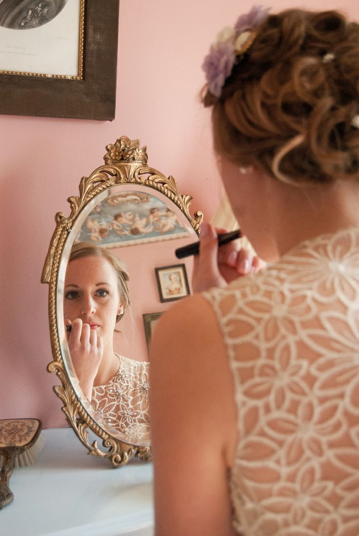 Vintage wedding.  The bride getting ready in her room at Walcott Hall.  Photographer: Victoria Gray