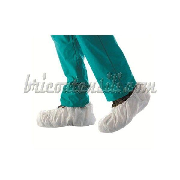 Copriscarpe in TNT traspirante di colore bianco, impermeabile.