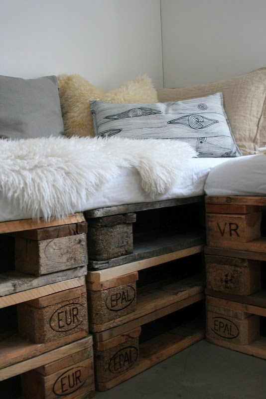 pallet day bed...love this styling too, all the different textures