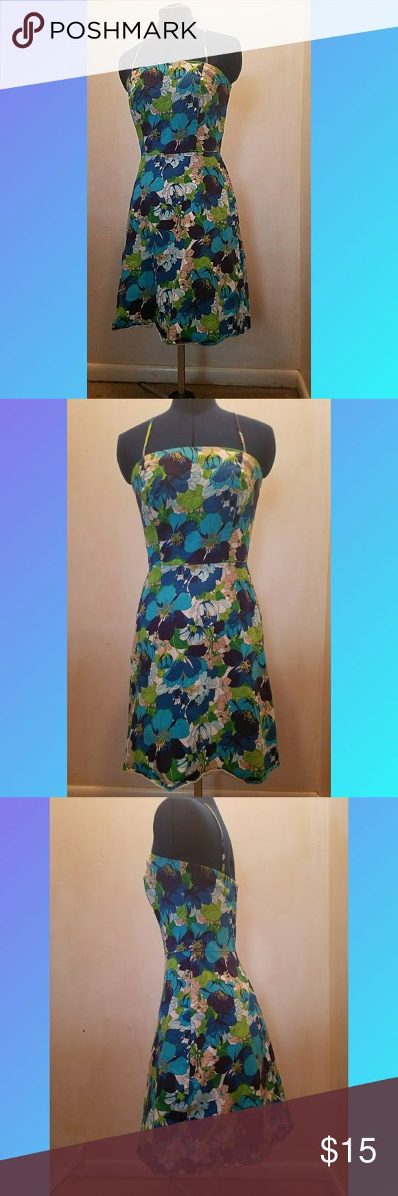 Alyn paige floral hundreds womens juniors 7/8 Very midcentury modern feel of a pattern. Large blue/green/white floral pattern. Very minor wear noted. Defined waist makes it very flattering and zips up the back. Bust 36 length 30. Length does not include straps. Falls right above the knee. Size 7/8 Alyn Paige Dresses Midi