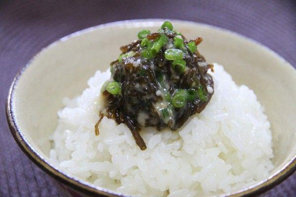 D-16 ごはんにかける!食べる味噌もずくドレッシング   もずくレシピ   沖縄のもずくならイトサン