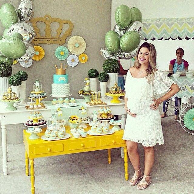 """328 Likes, 23 Comments - Cute Lembrancinhas e Convites (@cutelembrancas) on Instagram: """"Coisa mais linda!!💛👑 #regram @rakaminelli do Chá do príncipe DaVi. Decor impecável by…"""""""
