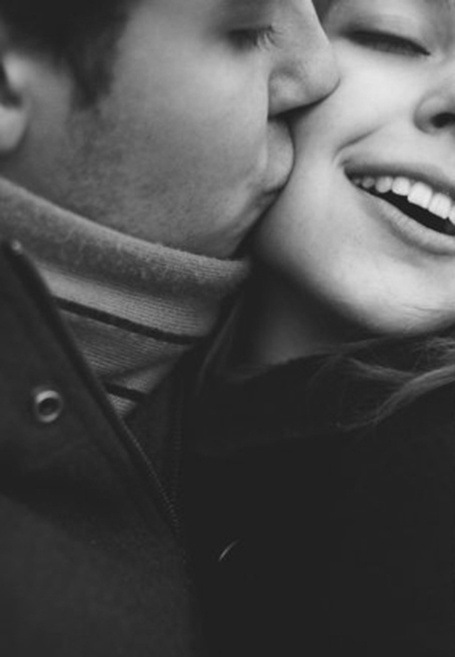 Couples and engagements photography | Photo idea | Kiss on the cheek | In love | Smile
