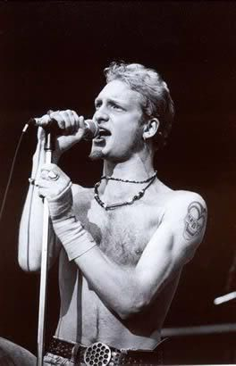 Layne Staley❤️❤️❤️... He's just perfect isn't he.