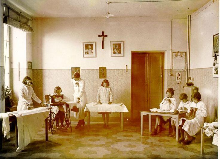 Esercitazioni di cucito INDIRE-Patrimonio fotografico e Archivi dei progetti    www.indire.it
