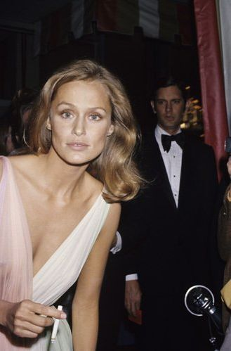 Lauren Hutton; gap-in-tooth model origin.