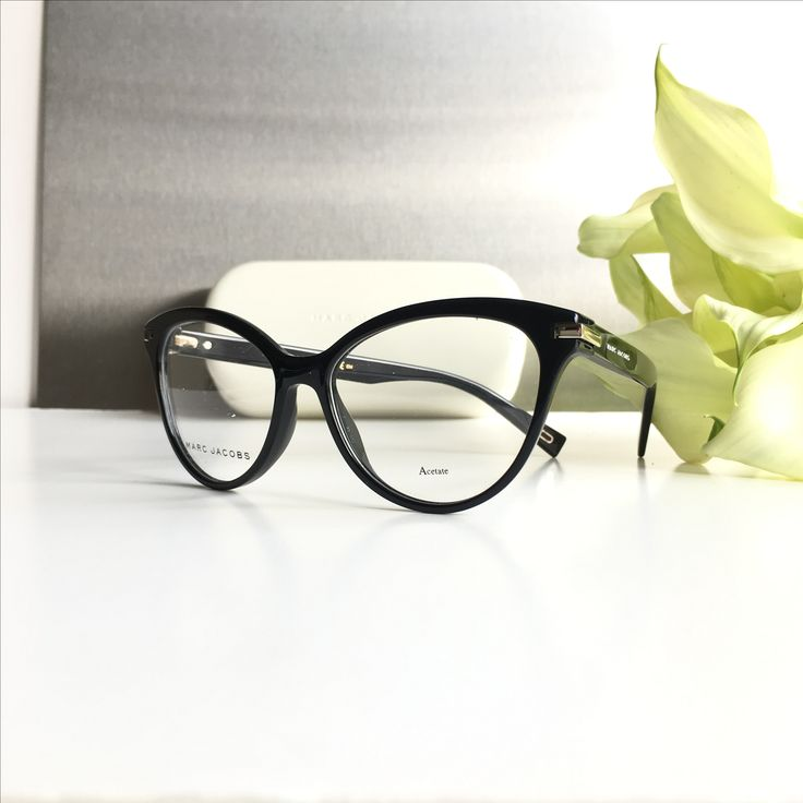 You can order the Marc Jacobs sunglasses and eyeglasses with or without prescription lenses on our webshop www.eyecatchonlin.com