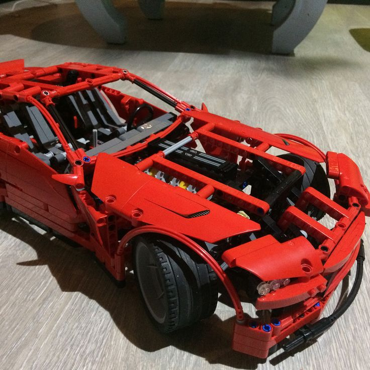 Take a look at this 1298 pcs monster ! This is the LEGO technic 8070 : Super car. With a lot of cool features ! This set cost  350 $ in sealed box and in good conditions. I've buy it for 85$ 99% complete ! #lego #legotechnic #8070 #legotechnic8070 #supercar #musclecar #v8 #legov8 #ferrari #lamborghini #dodge #pagani