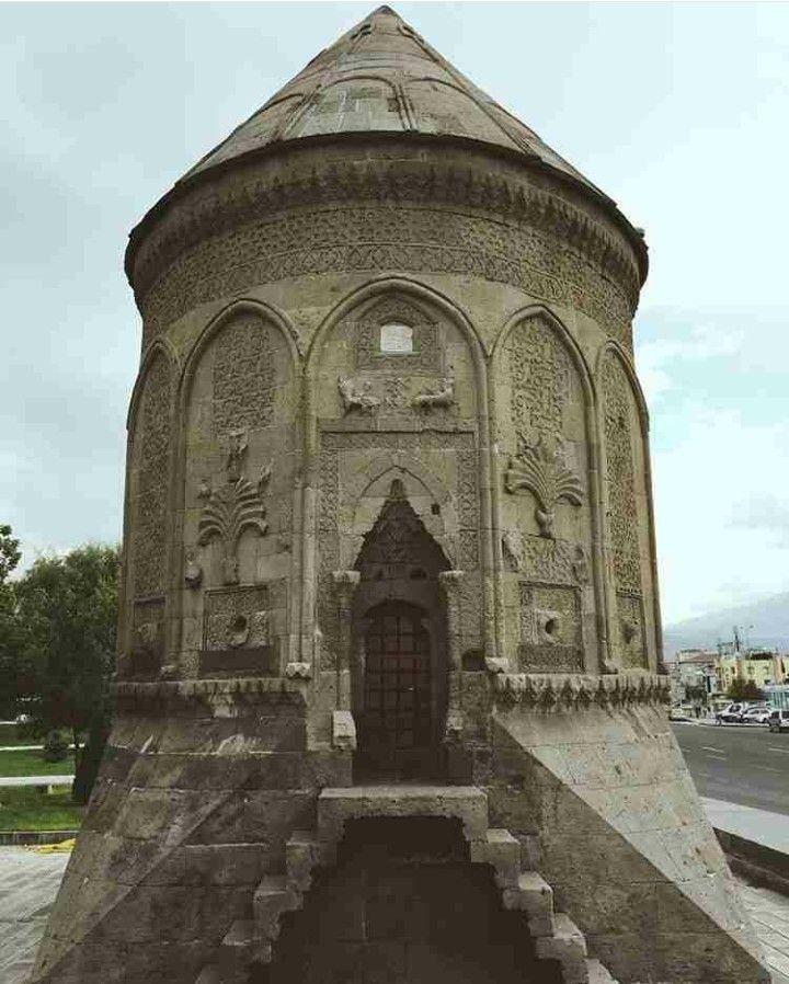 Cupola-Döner kümbet-Şah Cihan Hatun Kümbeti-Seljuk empire-Year built: Approximately 1275-Kayseri-Turkiye