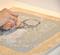 Cómo pasar una imagen a madera. Una manualidades super fácil!