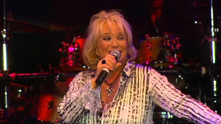 Tanya Tucker - Two Sparrows In A Hurricane [OFFICIAL LIVE VIDEO]