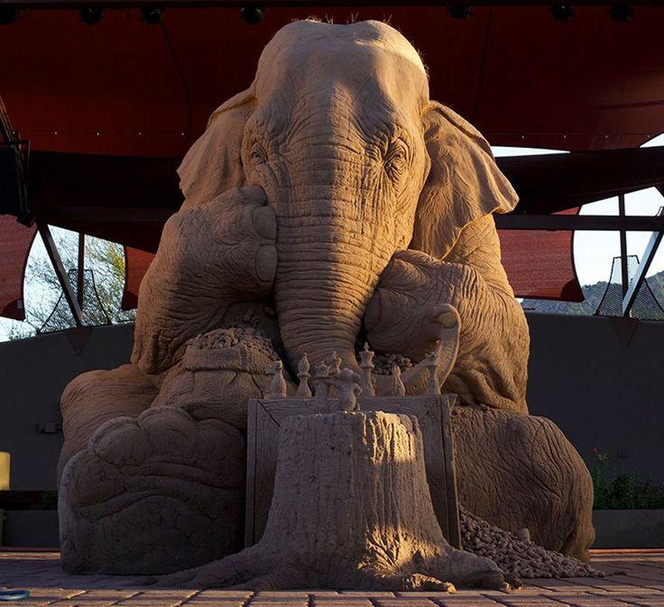 La increíble escultura en arena de un elefante a tamaño real jugando al ajedrez con un ratón # Ya nos quedan 17 días para entrar de forma directa al verano y esas playas que nos llaman desde el litoral para que vayamos a ellas y nos demos un buen chapuzón. En ese recorrido ... »