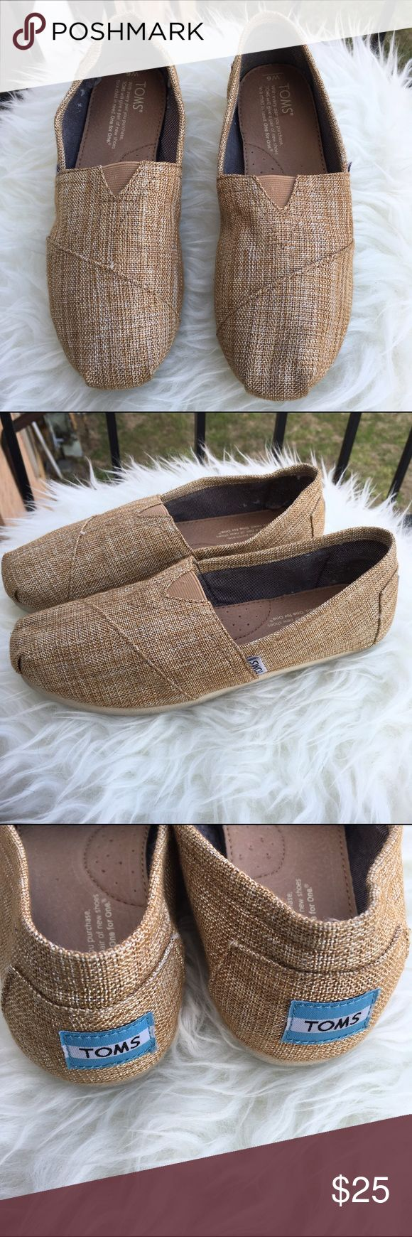 Classic Burlap TOMS Classic Burlap TOMS  Gold Shimmer  Excellent condition ✨  No Tears  Smoke free home 🚭 20% off of 4 or more bundled items! TOMS Shoes Espadrilles