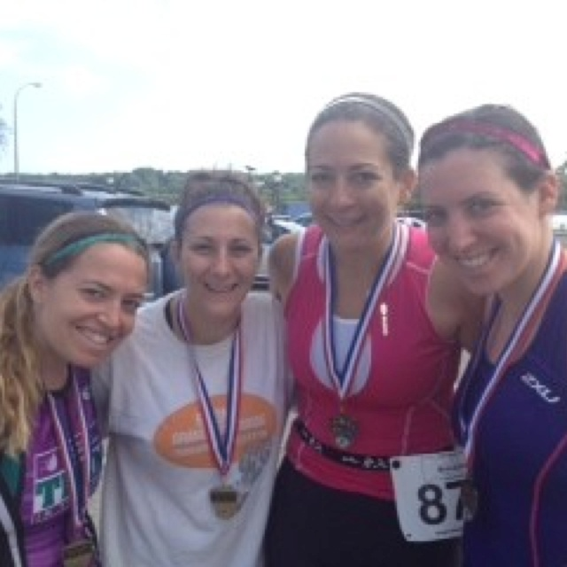 @lauralaz1: Woohoo we finished our first sprint tri and we did it with our #sparklysoul @LaurenUES @SPARKLYSOULINC