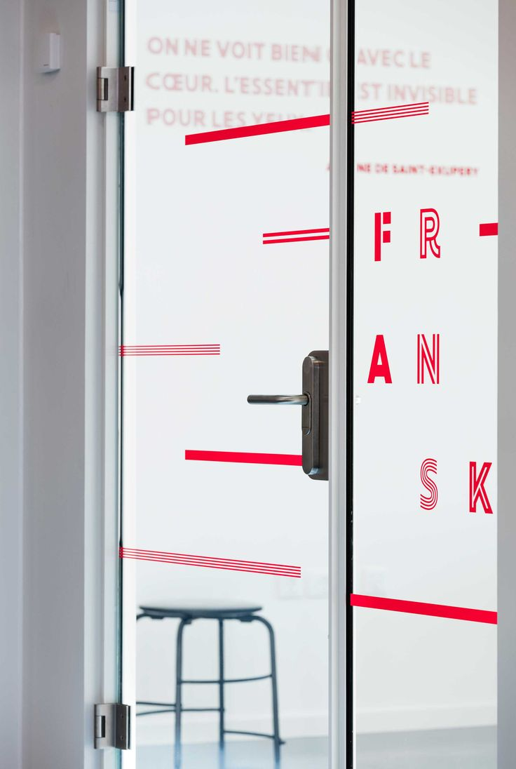 Signage and wayfinding at Frederiksbjerg School, Aarhus. Traditional academic classrooms such as physics, chemistry, arts and crafts, etc. all have their own physical configuration explaining which learning activities are intended to take place in the room.