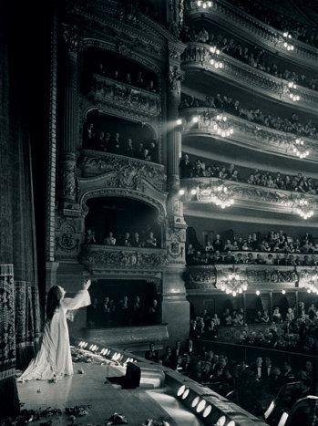 Joan Sutherland at her debut at the Old Met in Lucia | [photographer unknown] I saw her here at the Old Met, Lucia di Lamamore.