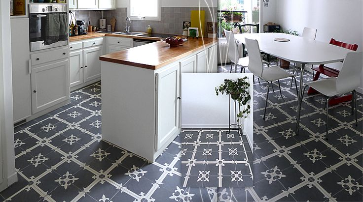 Traditional patterned cement tiles in kitchen #mosaicdelsur #cementtiles