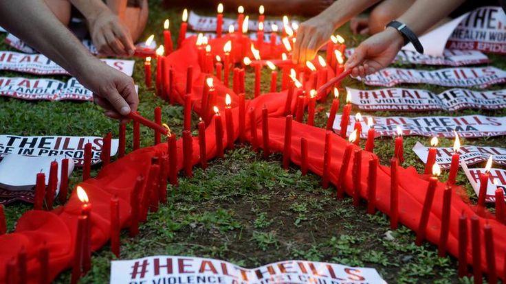 TOUJOURS MOBILISÉS. A l'occasion de la journée mondiale de lutte contre le sida ce jeudi 1er décembre, de nombreux rassemblements sont organisés, comme ici à Quezon City, l'ancienne capitale et la ville la plus peuplée de l'archipel des Philippines. Ce rendez-vous est l'occasion de faire un point sur l'état de la prévention du VIH alors que le virus continue de se propager et que l'OMS dénonce le manque criant d'accès au dépistage et aux traitements.