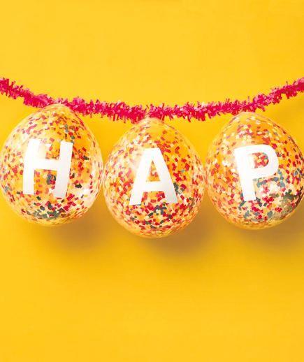 guirnalda con globos: papel picado adentro y letras x afuera