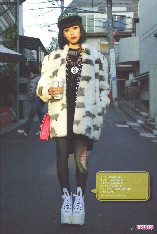 Love the oversized coat! #Japanesestreetstyle                                                                                                                                                                                 Mehr