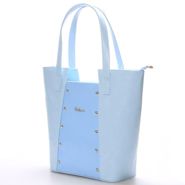 Trendy kabelka přes rameno v modré barvě na každodenní nošení - www.demix.cz/trendove-kabelky/ . #kabelky #modrá #kabelka #dámy #styl #móda #pláž