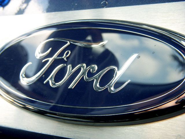 Ford Aims For Cars To Communicate W Traffic Lights Public Transport Pedestrians Traffic Light Car Ford