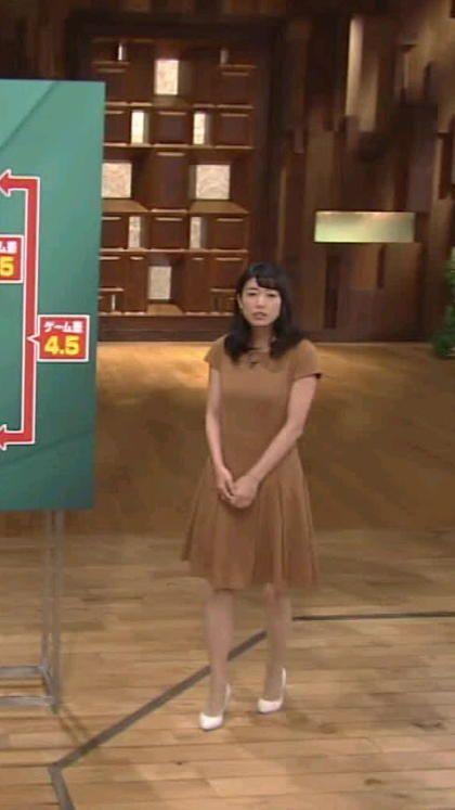 青山愛 (あおやま めぐみ)2011年度入社テレビ朝日女子アナウンサー