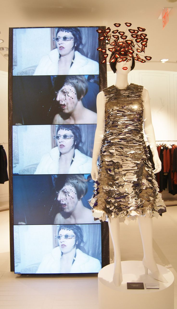 Read all about the fabulous #fashionblows #isabellablow exhibit at @TheHudsonsBayCo in #Toronto!: http://www.thepurplescarf.ca/2014/10/exhibit-fashion-blows.html #culture #fashion #thepurplescarf #melanieps