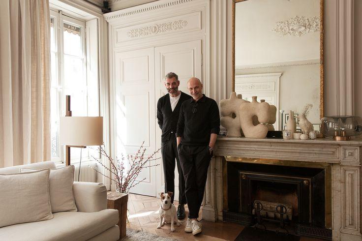 Direction Lyon chez les collectionneurs et décorateurs d'intérieur Stéphane Garotin et Pierre Emmanuel Martin, les créateurs de Maison Hand. Une visite lumineuse.
