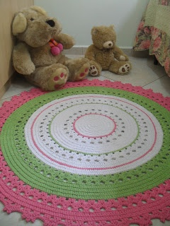 marcia sartori crocheting: Carpet Pink and Green Oh WOW, this is beautiful, but I would kill anyone who walked on it, except the queen, of course.
