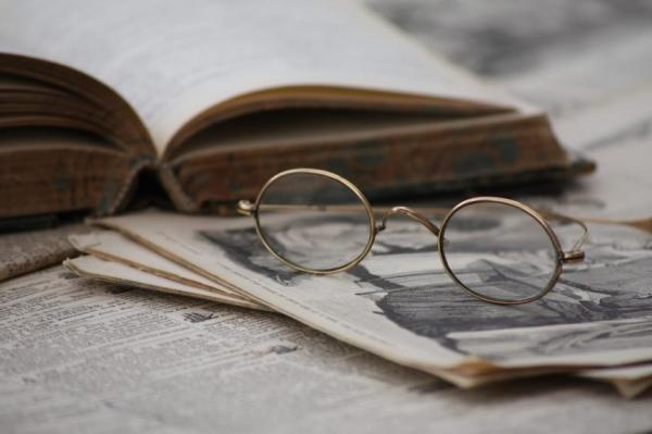 How to Search Old Newspapers - Geneology Research. Now that you know where to search, it helps to understand how to search:  Start by searching for ancestors' names and important dates.  If you don't find anything, try to search by date only. Your ancestor's name may have been misspelled, or there may have been another types of transcription errors. If the record is on microfilm, you should be prepared to spend time at the library. Plan to spend about half an hour finding each record.