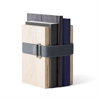 The charming Book Binder bookend small from Menu is both a stylish and functional detail for your home. Book Binder is designed by Christoffer Martens and is built on a simple but brilliant principle. Two pieces of wood are fastened around your books with an elastic textile band. This brings order to your books and makes it possible to place them anywhere. The elastic band makes it easy to add more books. Christoffer Martens is a genius!