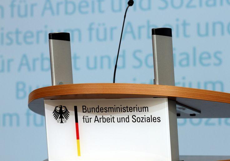 """Linkspartei bezeichnet Arbeitslosenstatistik als """"gefälscht"""" - http://www.statusquo-news.de/linkspartei-bezeichnet-arbeitslosenstatistik-als-geflscht/"""