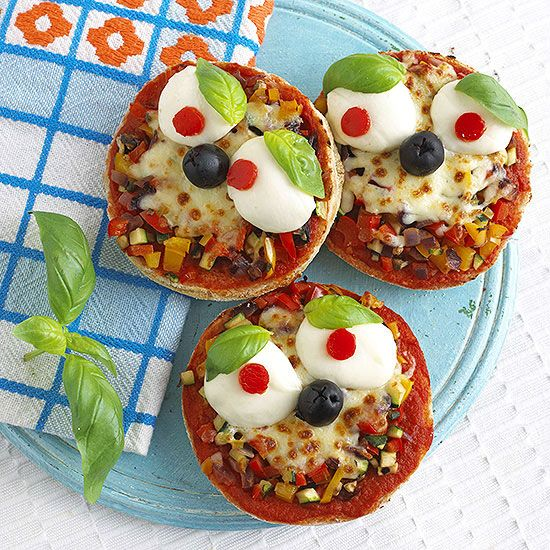 Face it: Lunch doesn't get much cuter than this! Make mini pizzas out of English muffins.