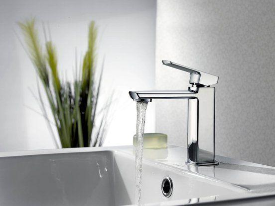 Subtilní tělo baterie MIXONA díky malým rozměrům kartuše a hranato- zakulacený design představuje opravdový skvost moderní koupelny. Technickou lahůdkou je řešení nástěnné sprchové a vanové baterie, která díky orientaci páky nepřekáží v prostoru.