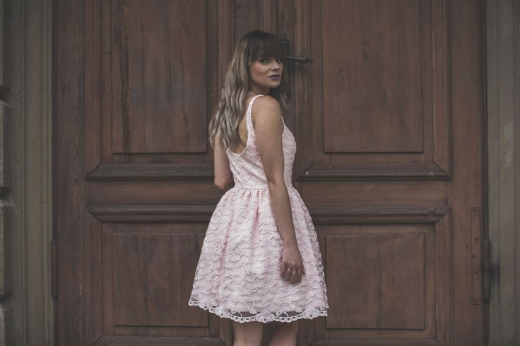 Koronkowa pudrowo różowa sukienka podszyta tiulem. Idealna sukienka na wesele.  Powder pink dress  www.illuminate.pl 289zł