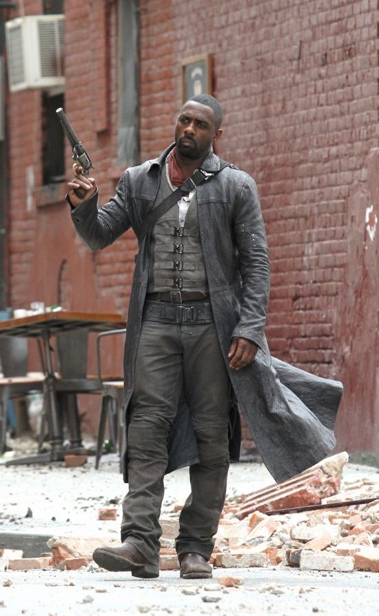 Here are some photos that shows an action scene from The Dark Tower movie. As far as I can make out there is a shootout of some kind between Roland (Idris Elba) and Sayre (Jackie Earle Haley) in New York. And if you look close at Hackie's face you can see small dots there. My guess is that they are there so that they can add some CGI on his face later on. There is also a photo of Roland running (click on the photo for a better view) holding something in his hand. I can't see what it is…