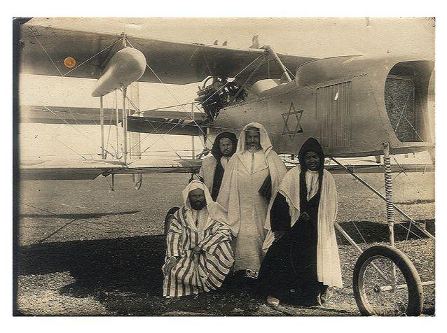 L'un des premiers avions marocains