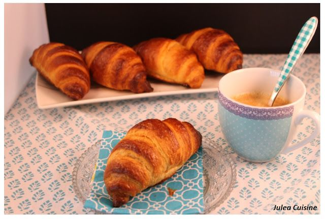 Julea Cuisine - Ma petite cuisine au quotidien: Les croissants du dimanche matin - par C. Felder