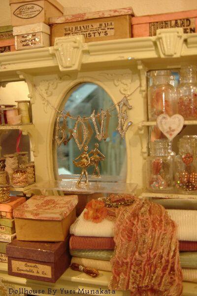 miniatures by Yuri Munakata: Dollhouse Interiors Arietti, Grandma Dollhouse, Miniatures Dollhouse, Dollhouse Inspiration, Dollhouse Miniatures