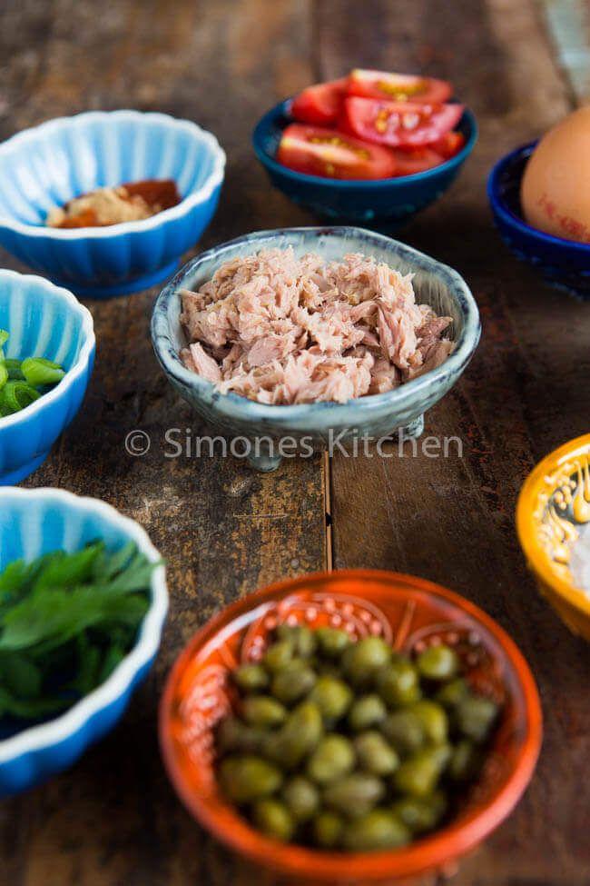 Deze lekkere tonijnsalade is super simpel om te maken, whole30 approved en heerlijk om te eten met slaschuitjes of zo op een cracker