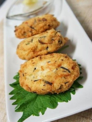 Ganmodoki - authentic Japanese tofu fritters, naturally vegan      |     Organize and save your favourite recipes OFFLINE on your iPhone or iPad with @RecipeTin! Find out more here: www.recipetinapp.com      #recipes #vegan