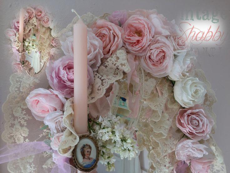 vintage rozen en brocante papieren rozen, rozengurilande om spiegel