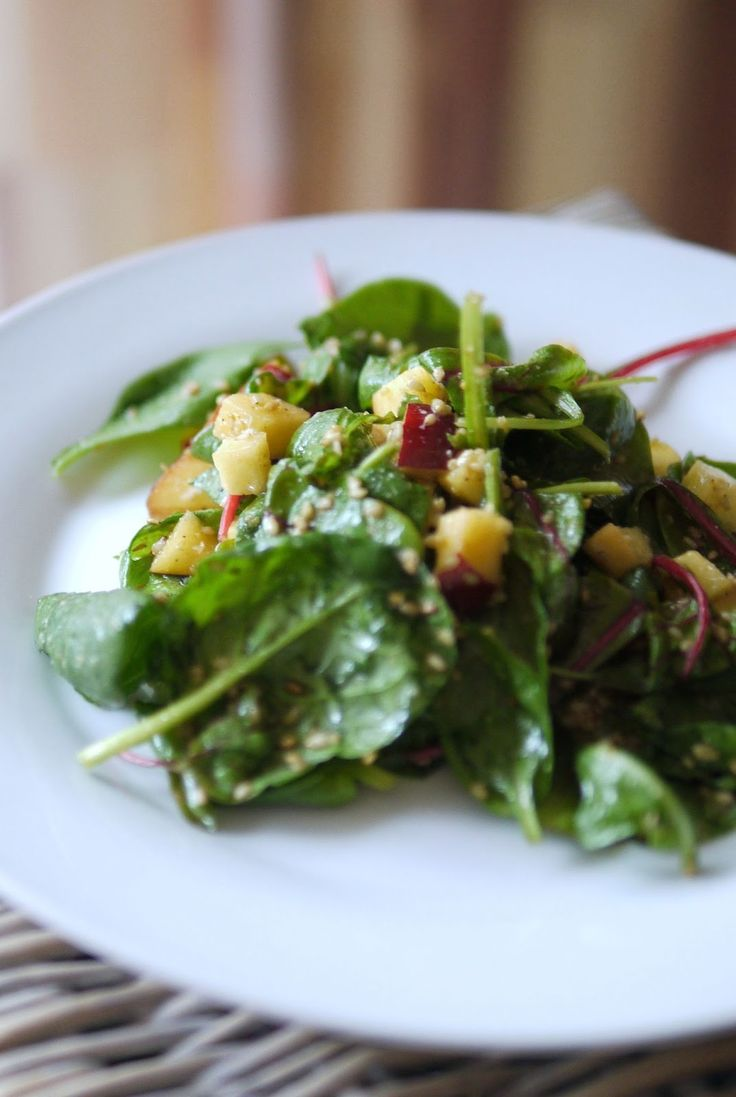 Experimente aus meiner Küche: Spinat-Nektarinen-Salat mit Sesam Dressing